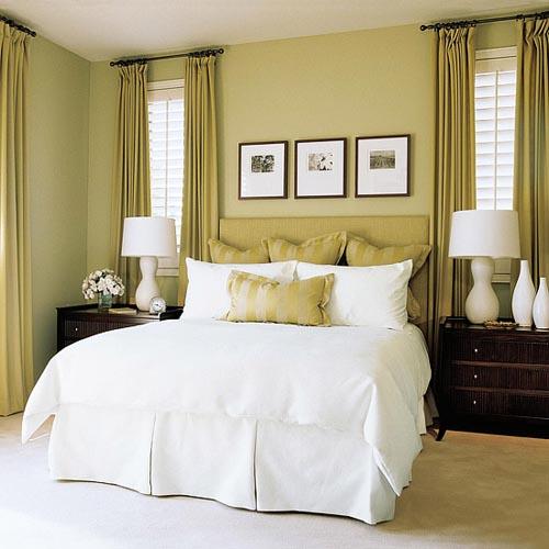 phòng ngủ với rèm màu cam