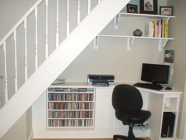 tận dụng khoarng không gian ở chân cầu thang