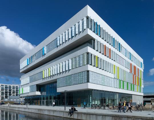 5 công trình kiến trúc dùng lam chắn nắng đẹp , sáng tạo